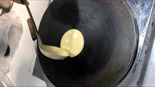 一开始以为是摊煎饼,看到最后的成品,也太出乎意料了吧