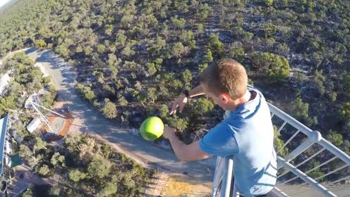 小伙十米高空扔西瓜,下面的人能接住吗?网友:结果好逗笑