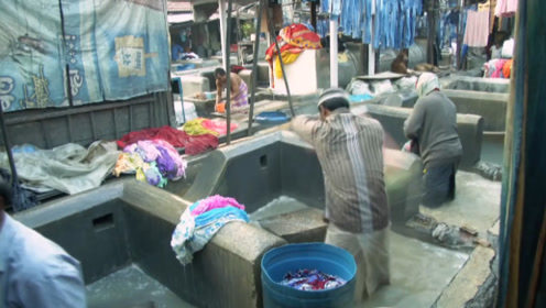印度洗衣厂是怎么工作的?看完环境才知道,洗后比洗前还脏!