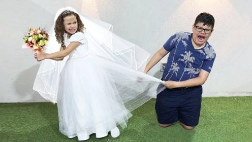 哥哥对小萝莉真好!为她打工买裙子,请问这么好的哥哥哪里找?