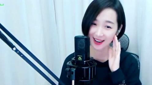 梁红翻唱一首《东方姑娘》,和声甜美,和杨钰莹有的一拼!