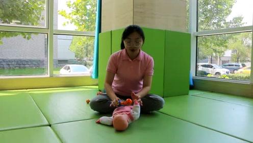 四个月宝宝如何进行手抓握?