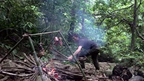 好久没有吃大餐了,终于猎到了一头野猪!这才是真正的野外生存!