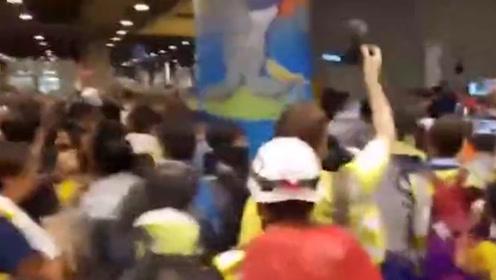 猖狂!香港暴徒又无故殴打内地游客 还挑衅:你支持示威活动吗?