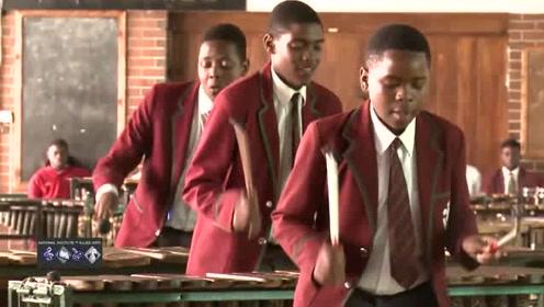 非洲学生表演打击乐,真是天籁之音