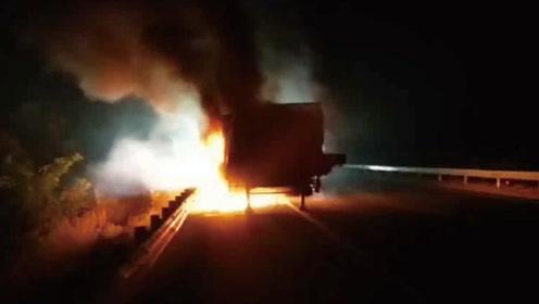 货车高速夜间起火 价值百万货物瞬间被吞没