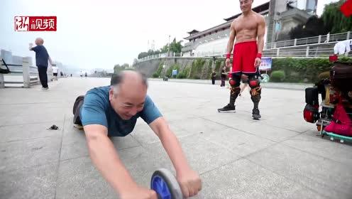 """陕西67岁""""健身哥""""光膀25年练就一身魔鬼肌肉"""