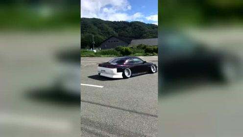 日本这个车在我们村可以开到他怀疑人生