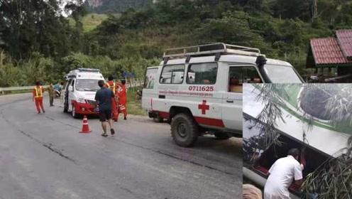 警察:老挝中国游客车祸现场有30米刹车痕迹,但当时并未下雨