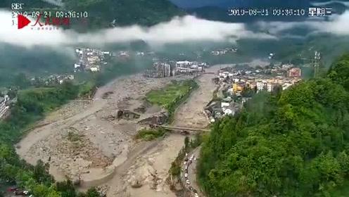 航拍汶川灾区画面  消防协助当地政府疏散群众