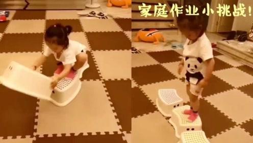 杨威晒双胞胎女儿玩游戏视频 板凳搭桥动作敏捷