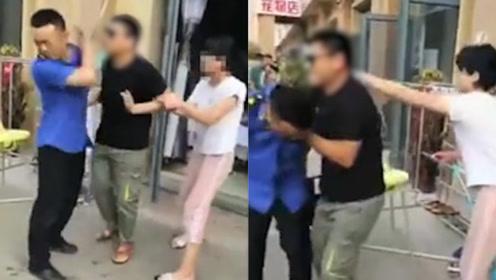 素质!城管正常巡查没收按摩店外杂物 却遭盲人老板暴怒殴打
