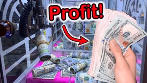 小伙游戏厅挑战抓钱机,运气幸运儿秀操作,网友:老板要哭了!