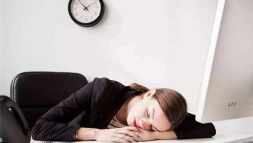 还趴在桌子上睡觉吗?这样会引起些危害健康的病症