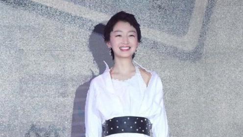周冬雨的白色连衣裙 才是夏天最甜的味道