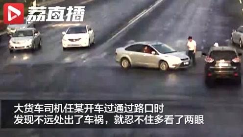 女子骑电动车被卷入卡车底:防晒衣完全遮住视线,碰到才知是卡车