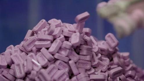 老外戒烟全靠糖?一款神奇的糖果机PEZ,它真的仅仅是糖