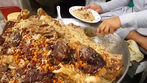 巴基斯坦特色牛肉饭,一碗顶饱,配上大块牛肉那是真香