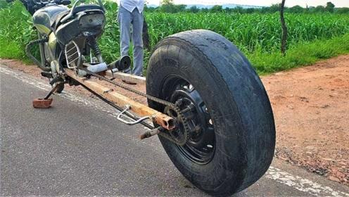 老外把摩托车改造成这样,自认为自己很厉害,开上路我就笑了