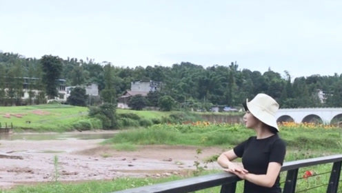 黄花大闺女演唱《挑情逗爱》,网友:女孩唱这歌,一点都不害臊!