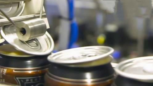 易拉罐是怎么封口的?生产流水线被曝光,网友:强迫症直呼过瘾