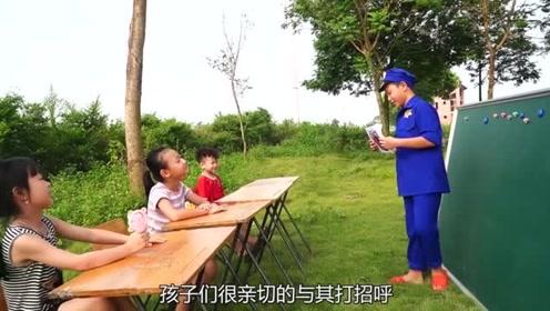 孩子们在认真考试,调皮弟弟东张西望偷看答案,结果成绩不及格!