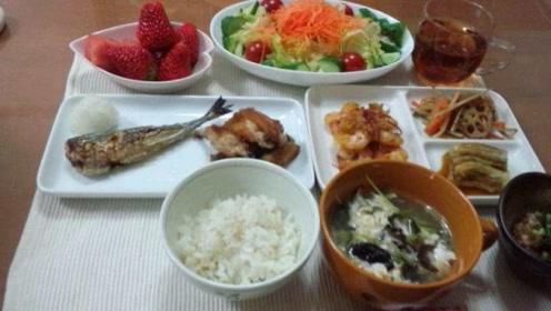到日本旅游,为何街头没有早餐店?游客疑惑:日本人不吃早餐吗?