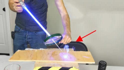 用放大镜将激光放大100倍会怎样?老外亲自实验,结果意外了!