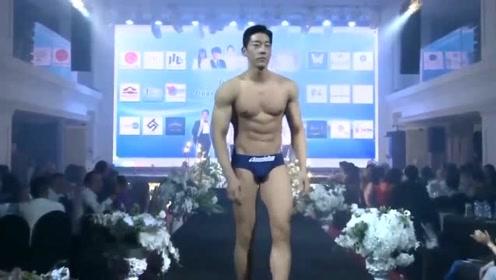 国际先生六强选手T台秀,这位选手肌肉比例完美,腹肌真是抢眼!