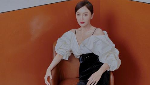 秦岚丝绒铅笔裙 黑白拼色露背礼服 搭配蓝调红唇优雅展现知性美
