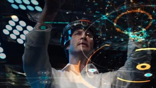 男子掌握了克隆技术,死去的家人全部复活和过去一样,一部科幻片