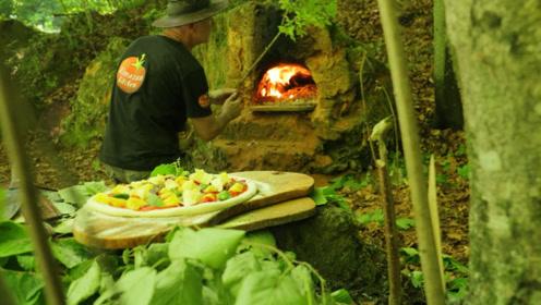 野外土坡挖个洞,这就是最原始的天然烤箱,菜刀叔开始大显身手了