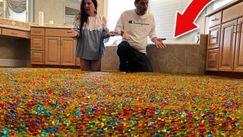 熊孩子为了报复父母,将500万颗水宝宝倒入浴缸,爸妈瞬间崩溃