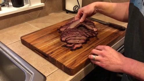 美式烟熏整块的牛肉,烤制以后汁水还这么多,牛肉这样才好吃
