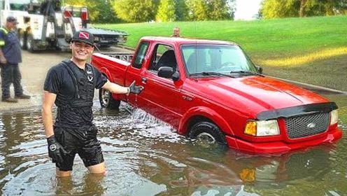 小伙从河里拖上来一辆皮卡,看清车标后才发现自己发大财了