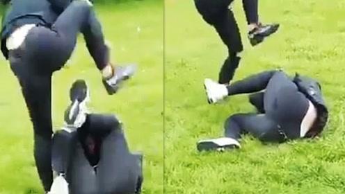 14岁女学生的头被同校女生当球踢 同学围观拍视频无人上前阻拦