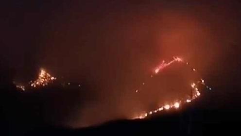 江西上饶突发森林火灾,持续燃烧9小时,200余人紧急扑救