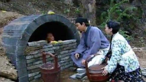 最残忍的丧葬:将父母关进瓦罐,每天加一块砖,直到彻底封死!