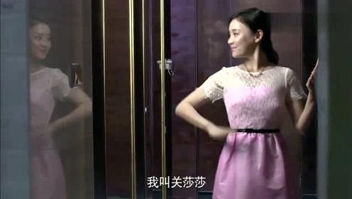 洗手间撞衫,看美女如何机智应对,撞衫不可怕谁丑谁尴尬