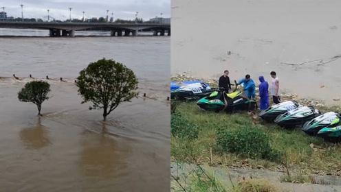 强降水致水位上涨,19艘比赛摩托艇被江水冲走