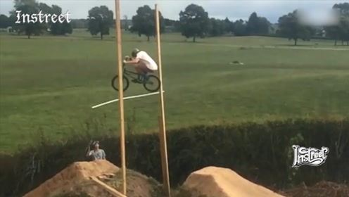 快看!这辆BMX竟然飞起来啦