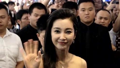 """李冰冰有气质又""""扛老"""",46岁的她仍经不起细看,眼角皱纹明显"""