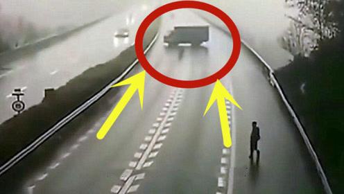高速路突然发生惨烈事故,看完监控后,大家纷纷大骂!