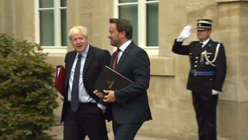 英首相与卢森堡总理会谈后离场时遭嘘 抗议者高呼:为你感到耻辱