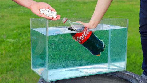 老外作死实验:将可乐和曼妥思同时放进水中,喷发时威力有多大?