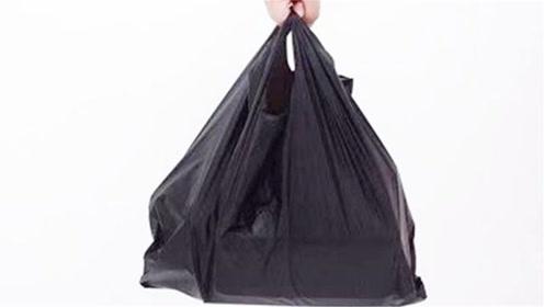 买鱼时,为什么鱼贩子要给我们黑色塑料袋?现在才清楚,快学学