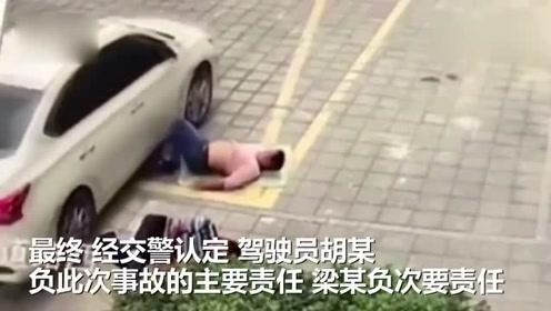 危险!工人广场躺地休息呼呼大睡,小车转弯不慎将其脚部碾压