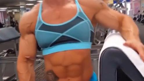 健美界最壮肌肉悍女,肌肉强悍青筋暴起,这身肌肉让男人自叹不如
