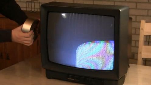 钕磁铁的威力到底有多大?老外用它靠近电视机,结果发生有趣一幕