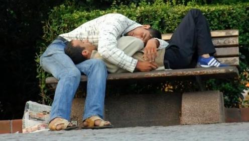 世上最能睡的村庄,村民不分场合倒头就睡,谁也阻止不了